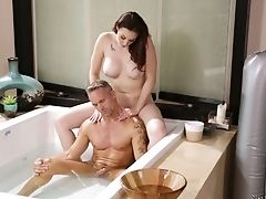 In De Badkamer, Schoonheid, Brunette, Chanel Preston, Schattig, Horny, Massage, Milf, Slut,