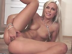 Blonde, Doigter , Jeux, Jambes, Lola Myluv, Masturbation, Chatte, Chatte Rasée, Chaussure , En Solo,