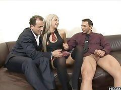 Deux Hommes Et Une Femme: 2509 Vidéos