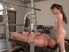 V Tělocvičně: 304 Videa